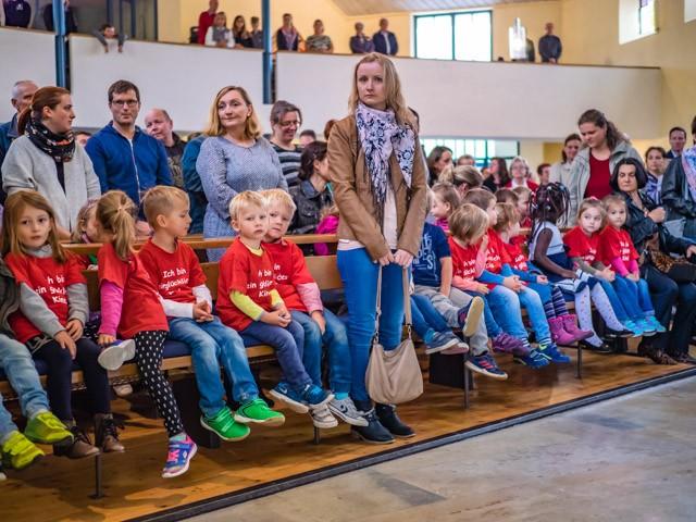 Die fröhlichen Kinder von unserem  Kindergarten