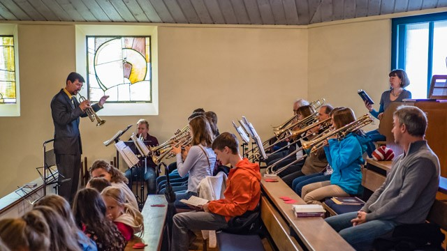 Der Posaunenchor mit Bernd Kordetzky war während und nach dem Gottesdienst im Einsatz