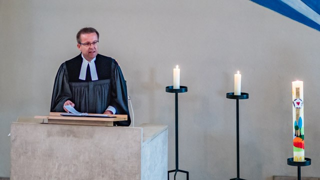Die Predigt wurde von Vakanzpfarrer Jürgen Bogenreuther gehalten