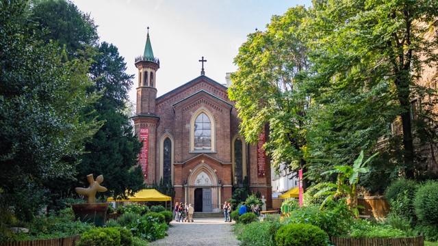 Die Chiesa Cristiana Protestante im Zentrum Mailands mit ihrem wunderschön angelegten Pfarrgarten