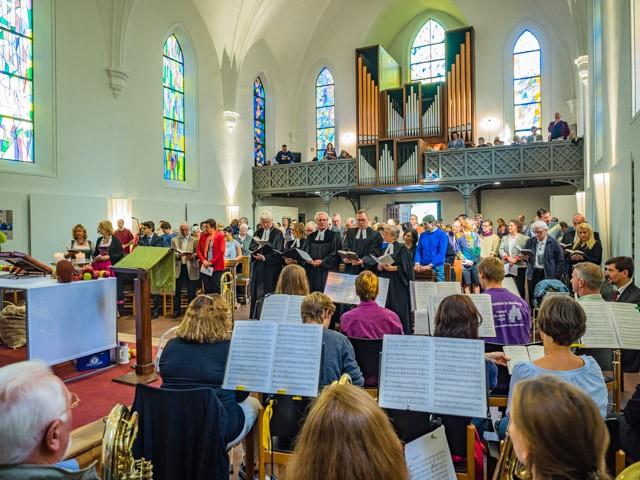 Blick vom Neuburger Posaunenchor auf das Orgelprospekt