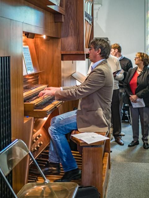 Der Maestro an der Orgel