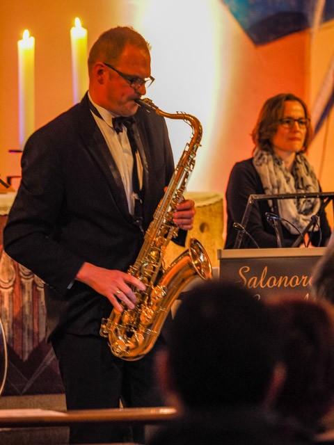 Bandleader an Saxophon und Klarinette: Alexander Großnick