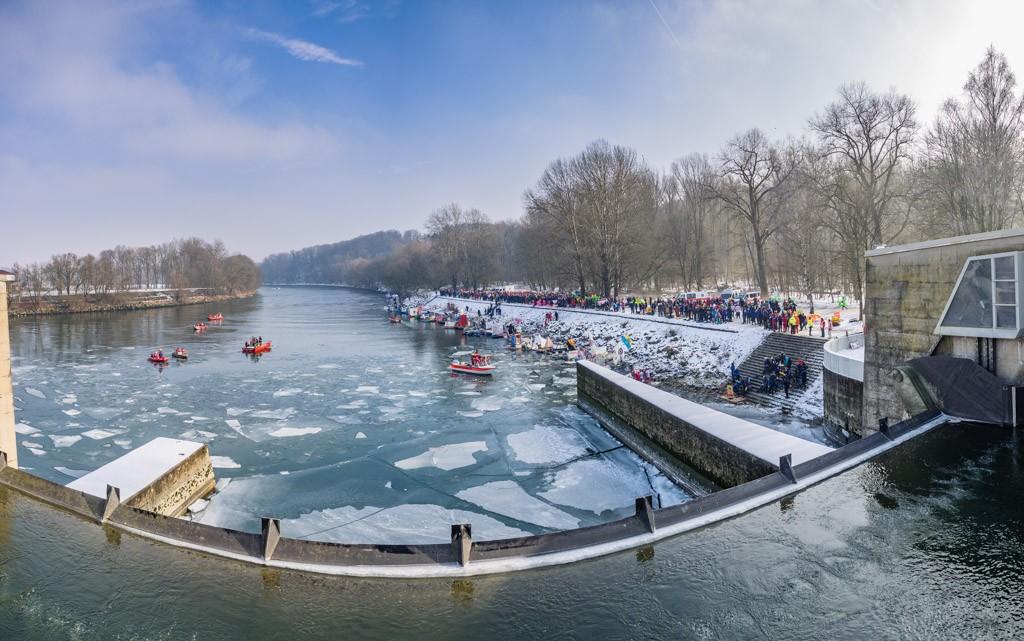 Eisige Aussichten vom Staudamm